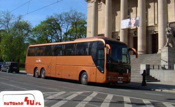 MAN R08 Lion's Coach pod Operą w Poznaniu.